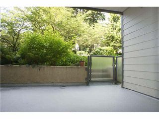 """Photo 7: 222 6707 SOUTHPOINT Drive in Burnaby: South Slope Condo for sale in """"MISSION WOODS"""" (Burnaby South)  : MLS®# V1082620"""
