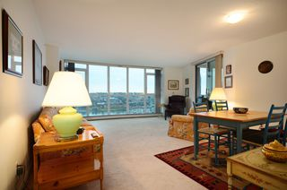 Photo 2: #2302-388 Drake St. in Vancouver: Yaletown Condo for sale (Vancouver West)  : MLS®# V1042187