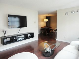 Photo 3: 205 125 W 18TH STREET in North Vancouver: Central Lonsdale Condo for sale : MLS®# R2042650