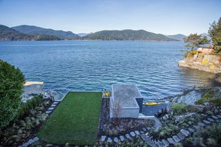 """Photo 15: 7270 ARBUTUS Road in West Vancouver: Whytecliff House for sale in """"Whytecliff Park"""" : MLS®# R2414946"""