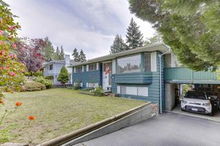 Photo 3: 2122 EDGEWOOD Avenue in Coquitlam: Central Coquitlam House for sale : MLS®# R2462677