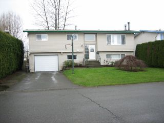 Photo 2: 8977 HAZEL Street in Chilliwack: Chilliwack E Young-Yale House for sale : MLS®# H1301095