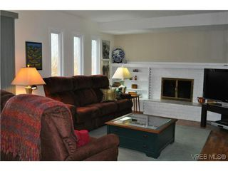 Photo 8: 4020 Dawnview Crescent in VICTORIA: SE Arbutus Single Family Detached for sale (Saanich East)  : MLS®# 321589