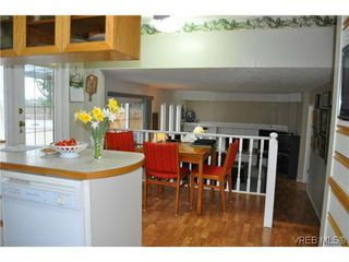 Photo 6: 4020 Dawnview Crescent in VICTORIA: SE Arbutus Single Family Detached for sale (Saanich East)  : MLS®# 321589