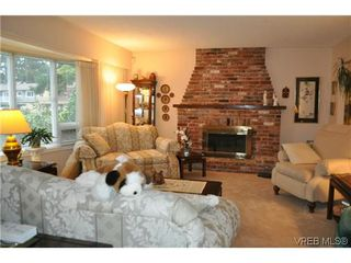 Photo 2: 4020 Dawnview Crescent in VICTORIA: SE Arbutus Single Family Detached for sale (Saanich East)  : MLS®# 321589