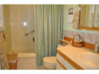 Photo 13: 4020 Dawnview Crescent in VICTORIA: SE Arbutus Single Family Detached for sale (Saanich East)  : MLS®# 321589