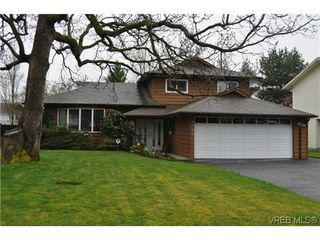 Photo 1: 4020 Dawnview Crescent in VICTORIA: SE Arbutus Single Family Detached for sale (Saanich East)  : MLS®# 321589