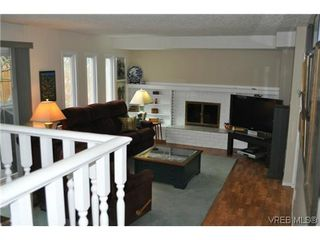 Photo 15: 4020 Dawnview Crescent in VICTORIA: SE Arbutus Single Family Detached for sale (Saanich East)  : MLS®# 321589