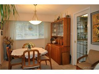 Photo 4: 4020 Dawnview Crescent in VICTORIA: SE Arbutus Single Family Detached for sale (Saanich East)  : MLS®# 321589