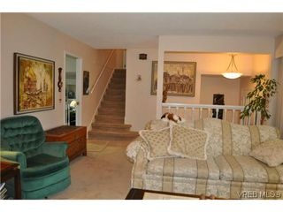 Photo 3: 4020 Dawnview Crescent in VICTORIA: SE Arbutus Single Family Detached for sale (Saanich East)  : MLS®# 321589