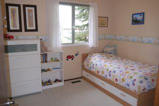 Photo 9: 38 Lakeside Drive in Winnipeg: Waverley Heights Single Family Detached for sale (South Winnipeg)  : MLS®# 1425152