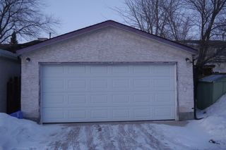 Photo 10: 89 West Lake Crescent in Winnipeg: Waverley Heights Single Family Attached for sale (South Winnipeg)  : MLS®# 1502136