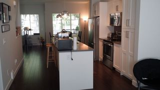Photo 4: : Townhouse for sale : MLS®# r2077506