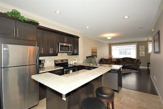 Photo 4: 69 16355 82 AVENUE in Surrey: Fleetwood Tynehead Townhouse for sale : MLS®# R2129490