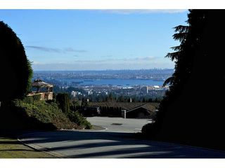 Main Photo: Whitby Road in West Vancouver: Chartwell House for rent