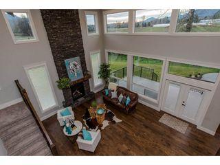 Photo 3: 42263 ELIZABETH AVENUE in Chilliwack: Yarrow House for sale : MLS®# R2333492