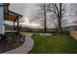 Photo 2: 42263 ELIZABETH AVENUE in Chilliwack: Yarrow House for sale : MLS®# R2333492