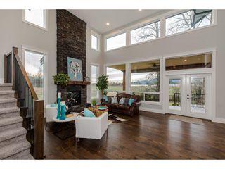 Photo 4: 42263 ELIZABETH AVENUE in Chilliwack: Yarrow House for sale : MLS®# R2333492
