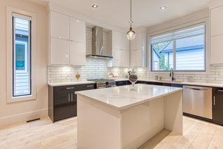 """Photo 5: 15332 28 Avenue in Surrey: King George Corridor House for sale in """"Sunny side"""" (South Surrey White Rock)  : MLS®# R2401996"""