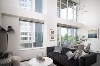 Photo 3: 301 29 SMITHE MEWS in Vancouver: Yaletown Condo for sale (Vancouver West)  : MLS®# R2411644