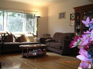 Photo 2: 2525 8th Ave. E.: Home for sale (Renfrew VE)  : MLS®# v663944