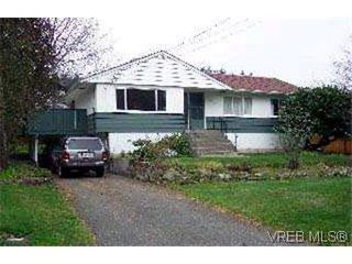 Photo 2: 3840 Wilkinson Rd in VICTORIA: SW Strawberry Vale House for sale (Saanich West)  : MLS®# 304352