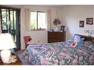 Photo 5: 215 1560 Hillside Avenue in VICTORIA: Vi Oaklands Condo Apartment for sale (Victoria)  : MLS®# 202463