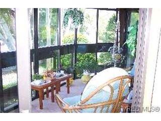 Photo 7: 215 1560 Hillside Avenue in VICTORIA: Vi Oaklands Condo Apartment for sale (Victoria)  : MLS®# 202463