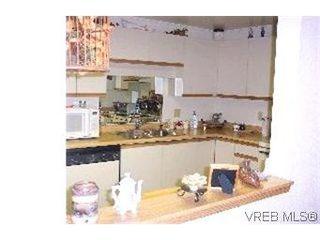 Photo 4: 215 1560 Hillside Avenue in VICTORIA: Vi Oaklands Condo Apartment for sale (Victoria)  : MLS®# 202463