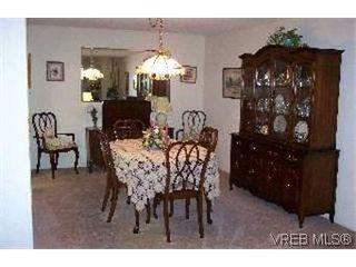 Photo 3: 215 1560 Hillside Avenue in VICTORIA: Vi Oaklands Condo Apartment for sale (Victoria)  : MLS®# 202463
