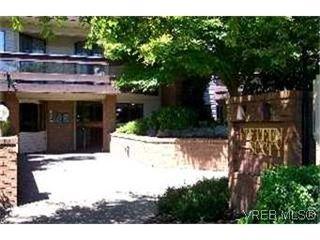 Photo 2: 215 1560 Hillside Avenue in VICTORIA: Vi Oaklands Condo Apartment for sale (Victoria)  : MLS®# 202463