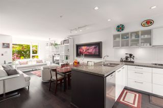 """Photo 5: 212 1961 COLLINGWOOD Street in Vancouver: Kitsilano Townhouse for sale in """"Viridian Green"""" (Vancouver West)  : MLS®# R2390019"""