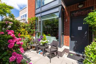 """Photo 2: 212 1961 COLLINGWOOD Street in Vancouver: Kitsilano Townhouse for sale in """"Viridian Green"""" (Vancouver West)  : MLS®# R2390019"""