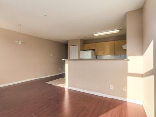 """Photo 9: 212 5625 SENLAC Street in Vancouver: Killarney VE Townhouse for sale in """"Killarney Villas"""" (Vancouver East)  : MLS®# R2418906"""
