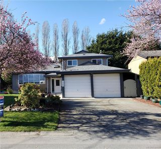 Photo 1: 10306 Gabriola Pl in Sidney: Si Sidney North-East Single Family Detached for sale : MLS®# 835055