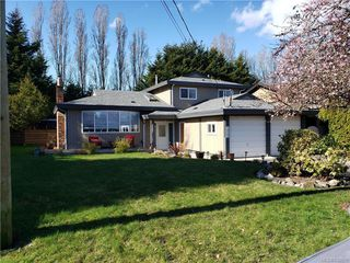 Photo 2: 10306 Gabriola Pl in Sidney: Si Sidney North-East Single Family Detached for sale : MLS®# 835055