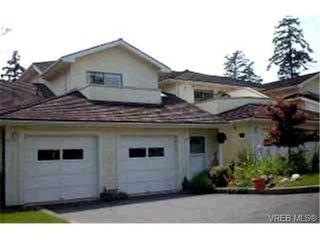 Photo 1: 16 909 Admirals Rd in VICTORIA: Es Esquimalt Row/Townhouse for sale (Esquimalt)  : MLS®# 313023
