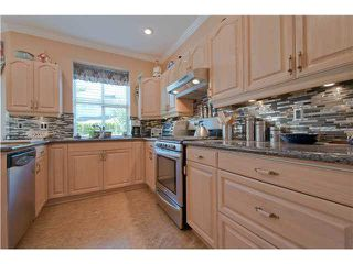 """Photo 6: 28 6211 W BOUNDARY Drive in Surrey: Panorama Ridge Townhouse for sale in """"LAKEWOOD HEIGHTS"""" : MLS®# F1421128"""