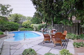 Photo 3: 1385 Edgeware Rd in : 1005 - FA Falgarwood FRH for sale (Oakville)  : MLS®# 30508181