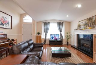 Photo 3: 4381 VIPOND Place in Burnaby: Metrotown House 1/2 Duplex for sale (Burnaby South)  : MLS®# R2396249