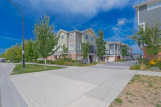 """Main Photo: 32 1111 EWEN Avenue in New Westminster: Queensborough Townhouse for sale in """"English Mews"""" : MLS®# R2504432"""