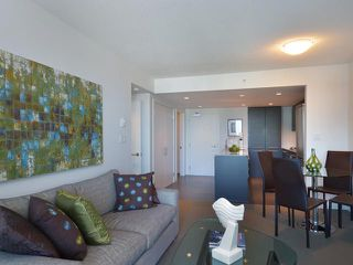 "Photo 4: 701 522 W 8TH Avenue in Vancouver: Fairview VW Condo for sale in ""CROSSROADS"" (Vancouver West)  : MLS®# V969156"