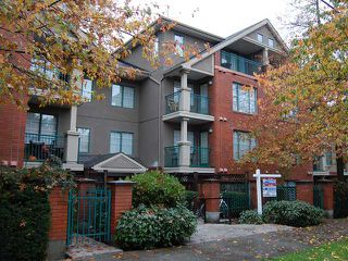 "Photo 8: 106 929 W 16TH Avenue in Vancouver: Fairview VW Condo for sale in ""OAKVIEW GARDENS"" (Vancouver West)  : MLS®# V978752"