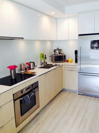 Photo 2: 415 111 E 3RD STREET in North Vancouver: Lower Lonsdale Condo for sale : MLS®# R2078516