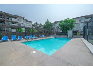 Photo 10: 404 14877 100 Avenue in Surrey: Guildford Condo for sale : MLS®# R2290345