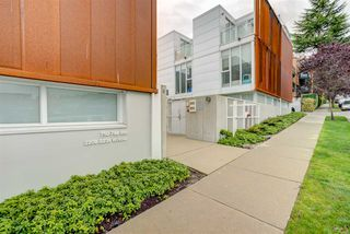 "Photo 8: 2208 WILLOW Street in Vancouver: Fairview VW Townhouse for sale in ""6TH + STEEL"" (Vancouver West)  : MLS®# R2412680"