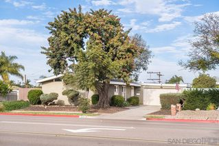 Photo 2: SERRA MESA House for sale : 3 bedrooms : 2995 Mission Village Dr in San Diego
