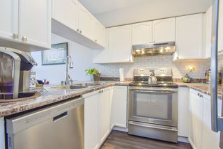 "Photo 3: 305 45504 MCINTOSH Drive in Chilliwack: Chilliwack W Young-Well Condo for sale in ""Vista View"" : MLS®# R2490367"
