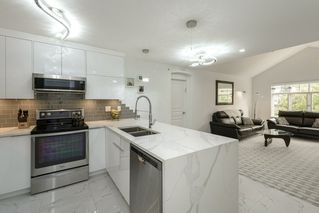 "Photo 1: 401 333 E 1ST Street in North Vancouver: Lower Lonsdale Condo for sale in ""VISTA WEST"" : MLS®# R2497872"