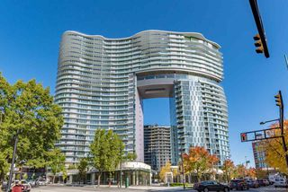 "Photo 1: 812 89 NELSON Street in Vancouver: Yaletown Condo for sale in ""THE ARC"" (Vancouver West)  : MLS®# R2504656"
